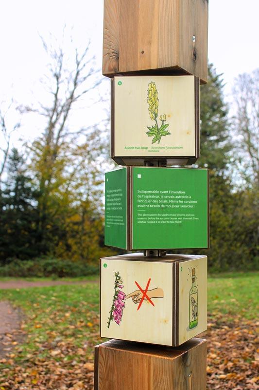 signalétique ludique : cubes rotatifs; dessins de fleurs